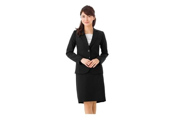 40代女性向け転職面接の服装:スーツ